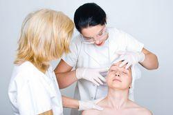 Осмотр у дерматолога